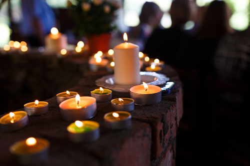 Funeral venues melbourne and Candles-at-a-funeral-service