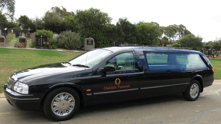 hearse of Oakdale funerals melbourne funeral director2